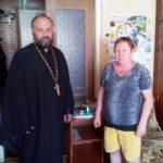 В Мелитополе священнослужители вручили школьные принадлежности малоимущим семьям.